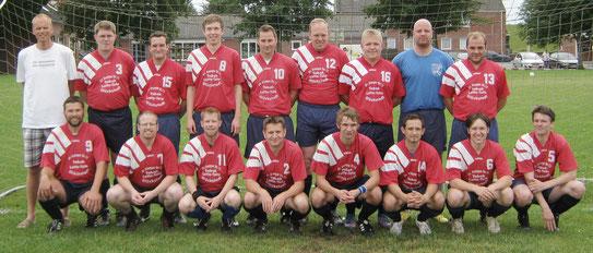 Ein erstes Teamfoto vor dem Test gegen den VfB Glückstadt. Es fehlen unter anderem Arne Bornholdt, Hendrik Sternberg, Marc Tiedemann und Thies Thomsen.