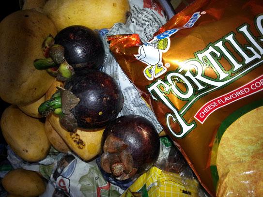 ペリカンマンゴーほんと甘~い。マンゴスティン『果物の女王』と、言われるだけあって、高貴な甘さです。