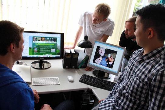 Förderpreis: Diese Schüler drehten einen Doku-Film über Landwirt Theo Schürmann.
