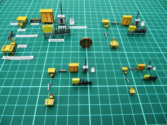 (c) W. Fehse - Karton-Moblierung in 4 Maßstäben, links oben H0, rechts unten in Z