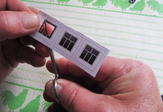 (c) B. Fehse - Ecken zuerst bis zur Fensterrahmenkante einschneiden
