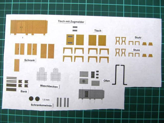 (c) W. Fehse - Modellbogen mit Schrankenwinde, Tisch, Stühle, Zugmeldertisch, zweitüriger Schrank, einfache Holzbank, Ofen, Waschbecken, Schrankenwinde, hier Stellwerk Waldheim