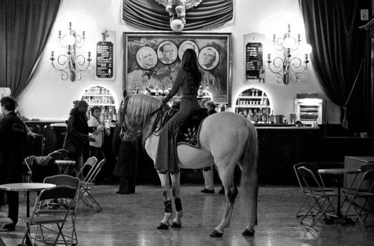 Gaëlle Girbes Circus Life Cirque photographie noir et blanc Amazone cheval cirque d'hiver