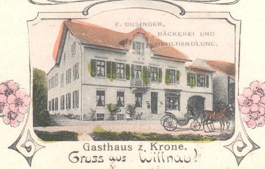 Ausschnitt aus einer Postkarte von 1905: Rechts der Eingangstüre ist das Schaufenster zu erkennen.