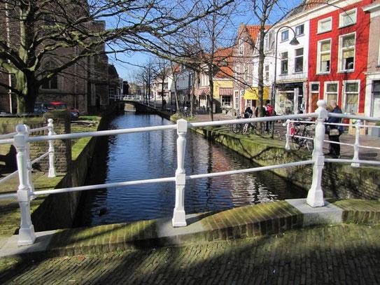 Eén van de vele grachtjes die Delft rijk is, en haar het schitterende oud Hollandse karakter geeft.