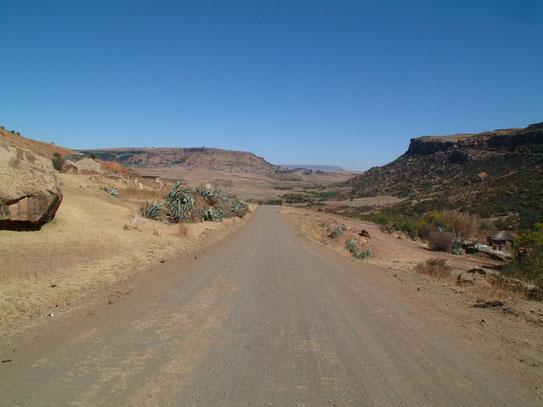 Uitzicht over het prachtige National Park 'Natalse Drakens-bergen'. De grootste bergketen van het land biedt uitstekende wandelmogelijkheden.