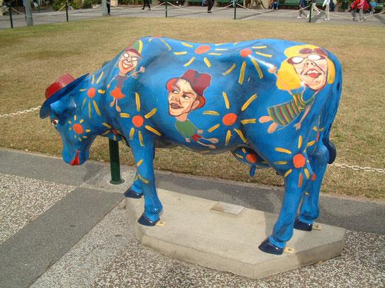 Voor de City Hall in Albert Street , wat het grootste en voor-naamste stadhuis in het land is, staat een kudde geverfde koeien te grazen.