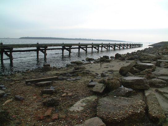 Een steiger gelegen aan het Veerse meer. Een mooi gelegen meer waar bij lekker weer volop waterverkeer is.