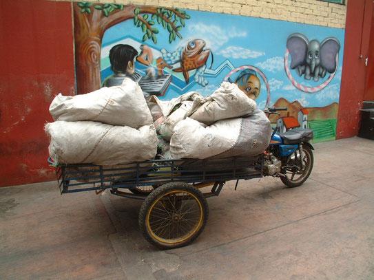 De manieren van vervoer zijn in Lima soms ietswat primitief en creatief te noemen. Het levert wel hele leuke plaatjes op.
