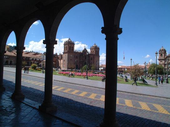 Uitzicht op de Plaza de Armas. De plaats waar Cusco's mooie samensmelting van drie kathedralen ligt.