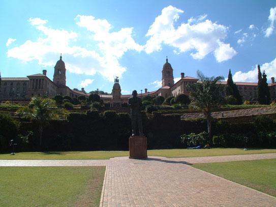 Eén van de bekendste beziens-waardigheden van Pretoria, de Union Buildings. Vanaf de heu-vels heb je een heel mooi uitzicht op de stad.