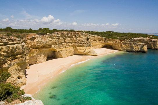 Eén van de vele prachtige uitzichten op onze doorreis door de Algarve langs de zuidkust van Portugal.
