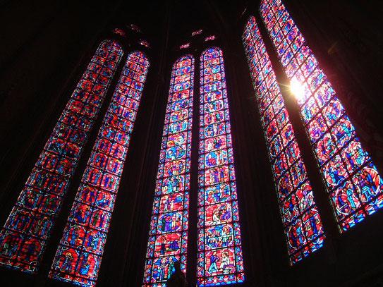 In de kathedraal van Amiens (Cathédrale Notre-Dame), de hoofdstad van Picardië, zijn prachtige glas-in-lood ramen te bewonderen.