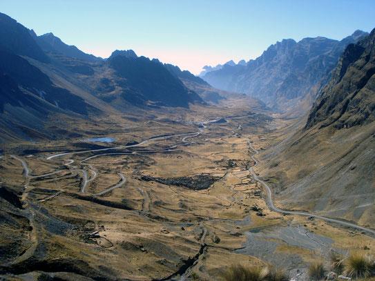 Een goed overzicht van een deel van de gereden route. Bergaf door de Andes. Van 4400 meter afdalen naar 900 m., prachtig!