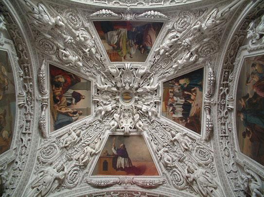 Een stuk plafond uit de Salzburger Dom . Een heilige plaats waar maar liefst 10.000 mensen in kunnen staan.