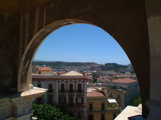 Vanaf de promenade op het Bastione San Remy heb je een heel mooi uitzicht over de hoofdstad van Sardinië.