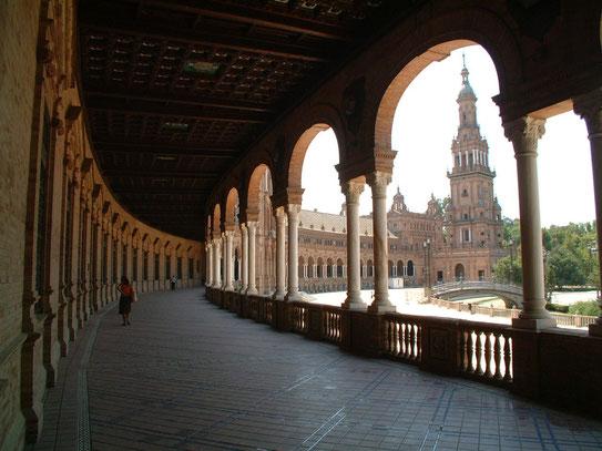Het werkelijk imponerende en grote meesterwerk van neo-Andalusische barok op het Plaza de España. Moet je zien!