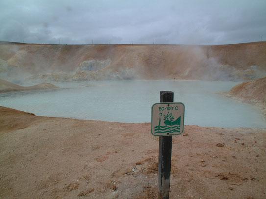 Het Leirhnjúkur gebied, waar prachtige solfataren en lave (uitbartsing 1984) zijn te bewonderen, tot wel 100 graden.