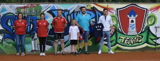 v.l.n.r. Nicole Schusser-Schindler (2. Vorstand), Julia Kraus (U15), Josef Reisner (1. Vorstand), Raphael Busch (U12), Dr. Stefan Trummer, Sven Münster (stv. Abteilungsleiter Tennis)
