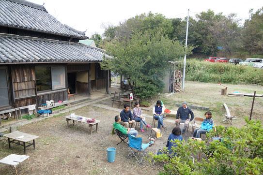 (会場の琴屋。よくお庭でミーティングをします。)