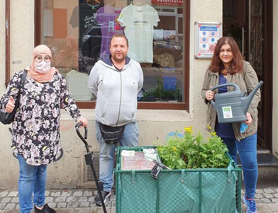 Das Hallo Nachbar Team bricht auf zur Bollerwagentour in die Keupstraße
