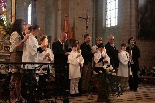 Les 5 baptisés du dimanche de Pâques : Lou, Simon, Raphaël, Arthur et Luka