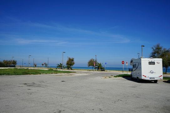 Parkplatz bei Giulianova, Wohnmobil
