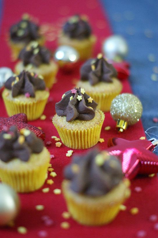 Orangen-Polenta Cupcakes mit Schokotopping