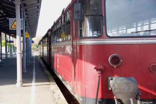 Der Abstand vom Bahnsteig zum Einstieg in den Zug ist nichts für Bewegungslegasteniker wie mich!