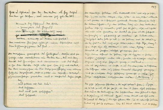 """Due pagine del manoscritto dei """"Schwarze Hefte"""" che Heidegger redigeva abitualmente"""
