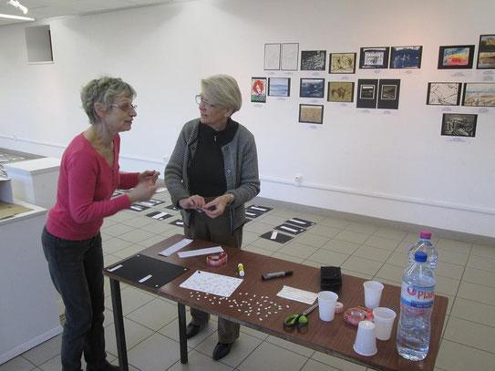 Auf dem Foto u.a. Monotypien, Fotos und Cyanotypien, Anita Windhager und Egenlber Reis