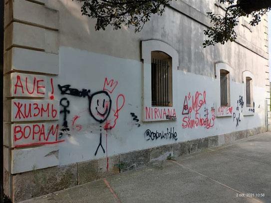 En València hay demasiadas personas incivilizadas que cometen acciones destructivas contra loa edificios historicos.