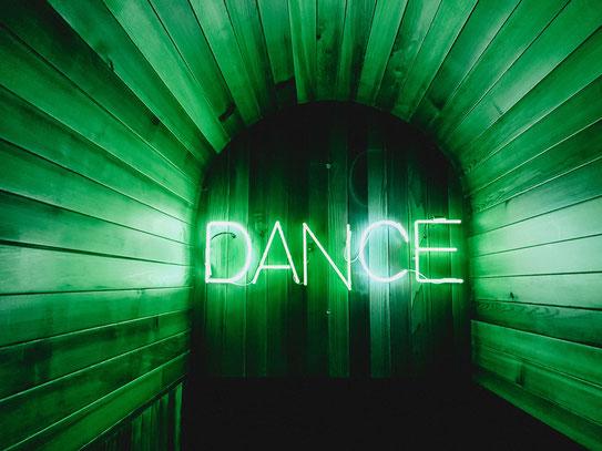 Dance to the Wedding DJ