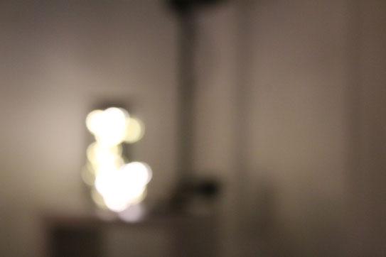 Unscharfes Motiv mit schlechter Beleuchtung und keinem Fokus