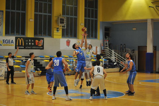 La palla-a-due tra Mondino e Braida - Foto Oreste Tomatis