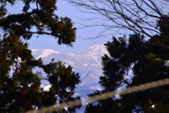 左奥が銀杏峰、右手前が部子山です