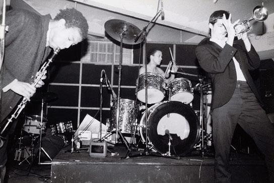 ※6:ノイズバンドGrayで演奏するバスキア。1979年