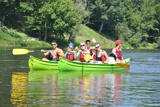 "Les ""jeunes"" du camping en descendant la Dordogne (Photo F.Place)"