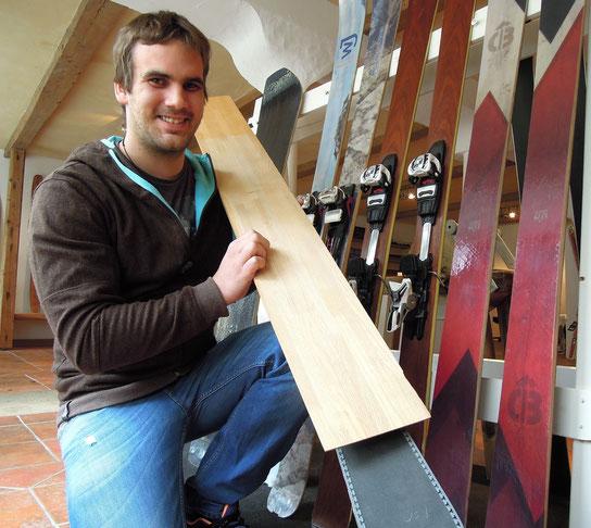 Auf Skiern zuhause: Axel Forelle veranstaltet in seinem Heimatort Kurse im Sk- und Snowboardbau. Foto: C. Schumann
