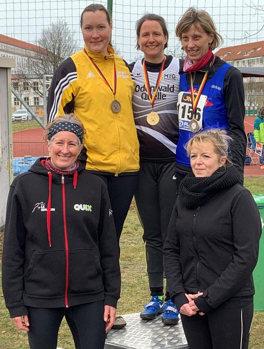 V,. l. n. r. oben auf dem Siegerinnenpodest: Birgit Keller - Bettina Schardt - Renate Ansel.