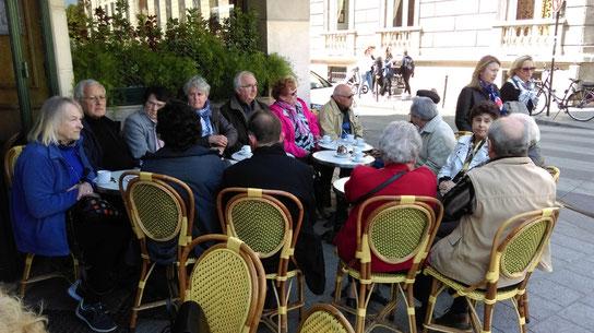 On trouve toujours un coin et des chaises pour boire un coup entre amis (café, thé et autres)