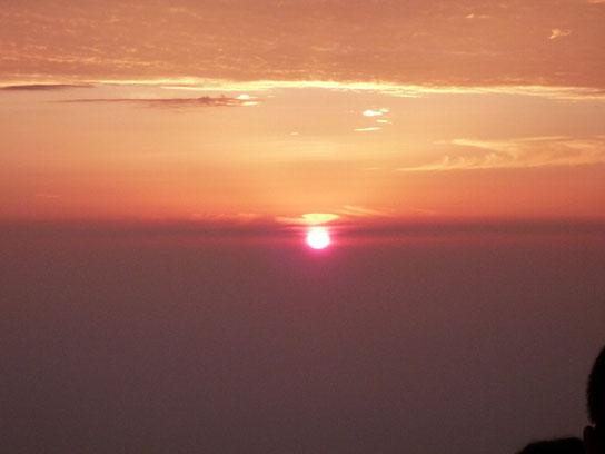 峨眉山で瞑想のあとに見た朝日
