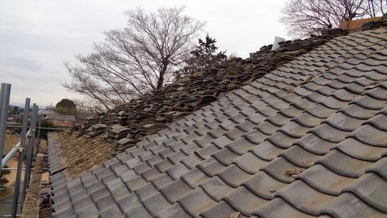 瓦職人による屋根瓦(土葺き)撤去