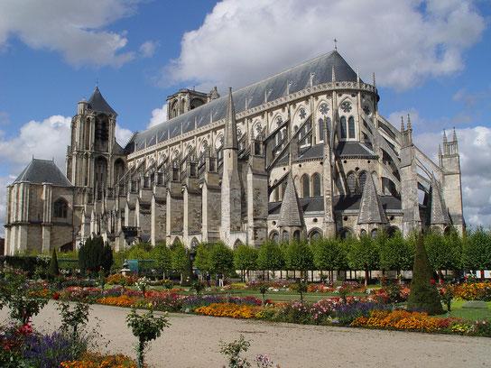 Cathédrale de Bourges vue depuis les jardins de l'Archevêché (source: Renaud MAVRÉ)