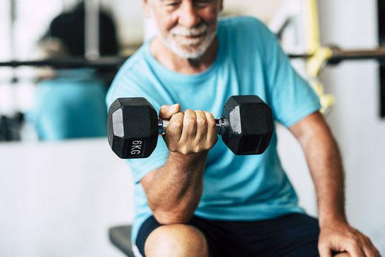 Krafttraining kann die Knochengesundheit im Alter stärken - Marien Apotheke Reken