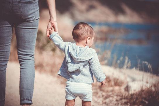 Kleinkind tragen, Babytragen für Kinder, Laufalter.
