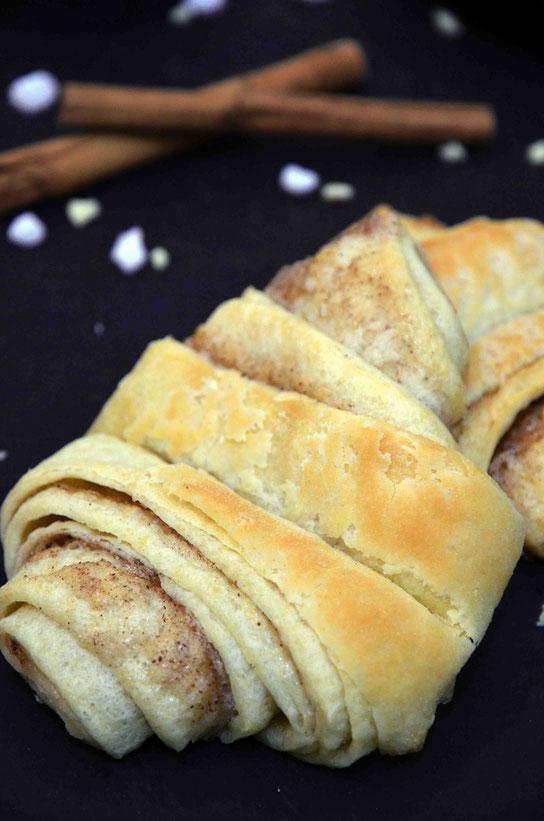Ähnlich der Zubereitung von Zimtschnecken braucht es etwas Zeit und Geduld für die Zubereitung, aber es geht doch nichts über warme Franzbrötchen frisch aus dem Ofen zum gemütlichen Sonntagsfrühstück!