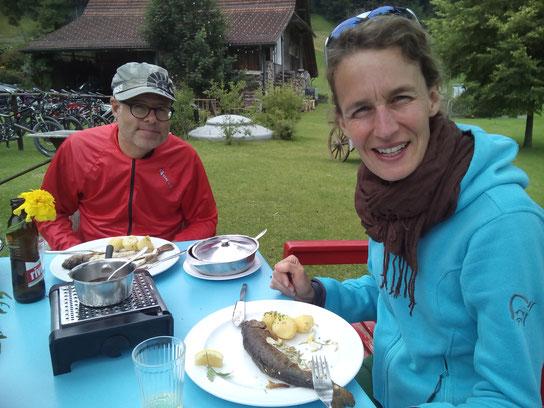 Fish (im Vorder-) 'n'bike (im Hintergrund): En Guete