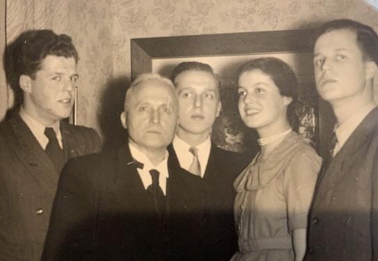 Der Vater mit seinen Kindern