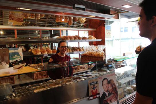 Jenny Roder hat ihre Entscheidung getroffen: Sie macht in der Bäckerei Mattar eine Ausbildung zur Verkäuferin (Foto: Philippe Gouders)